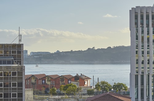 Lisbon Five Stars Apartments - Bica 246, Lisboa