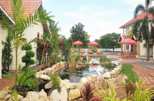 Pink Sands Villa - All Adults, Kampong Bay