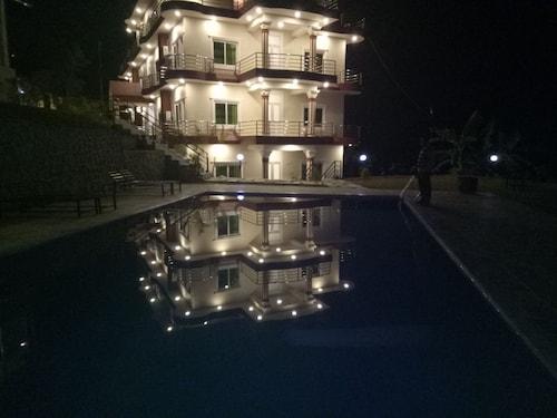 Infinity Resort, Gandaki