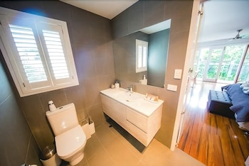 Chapel Woods Bed and Breakfast - Bathroom  - #0