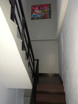 Puding Lodge Guest House - Staircase  - #0