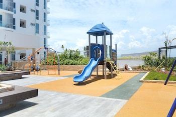 8 NEWTOWN BLVD APARTMENTS Children's Play Area - Outdoor