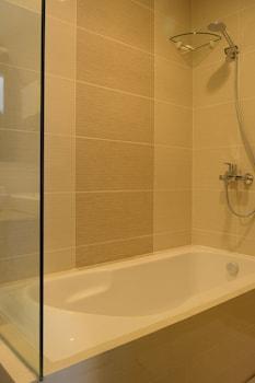 8 NEWTOWN BLVD APARTMENTS Bathroom