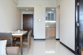 8 NEWTOWN BLVD APARTMENTS In-Room Dining
