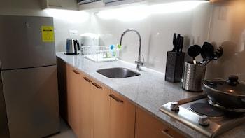 8 NEWTOWN BLVD APARTMENTS Private Kitchen