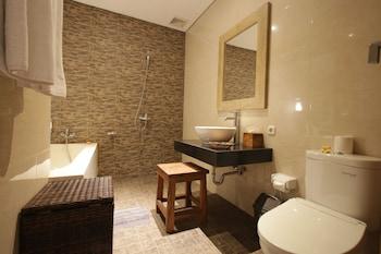 Batu Empug Ubud Cottages - Bathroom  - #0