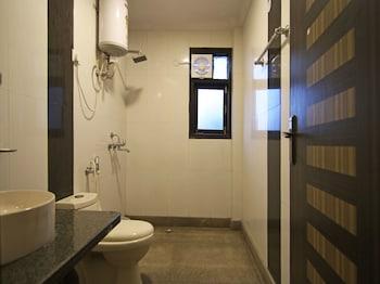 OYO Flagship Galleria Market - Bathroom  - #0