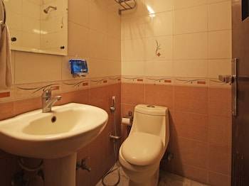 OYO Flagship Sector 31 - Bathroom  - #0