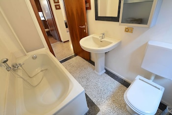 Alizee - Bathroom  - #0