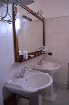 Residenza d'Epoca Palazzo Baglioni - Bathroom Sink  - #0