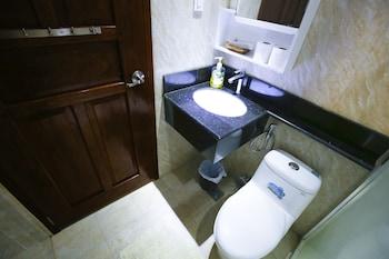 DOUBLEGEM BEACH RESORT AND HOTEL Bathroom