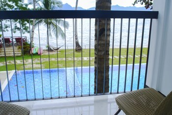 DOUBLEGEM BEACH RESORT AND HOTEL Terrace/Patio