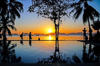 DOUBLEGEM BEACH RESORT AND HOTEL Infinity Pool