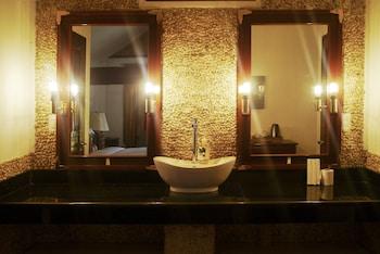 DOUBLEGEM BEACH RESORT AND HOTEL Bathroom Sink