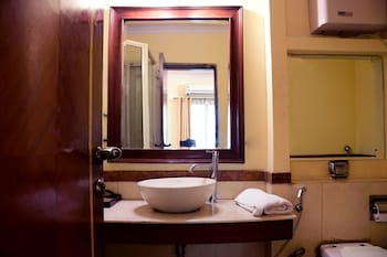 FabHotel Pacific Inn DLF Phase 2 - Bathroom  - #0