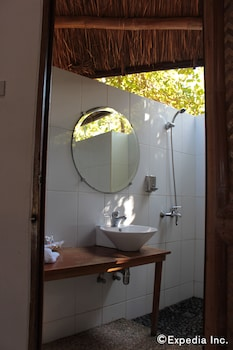 CASHEW GROVE BEACH RESORT Bathroom