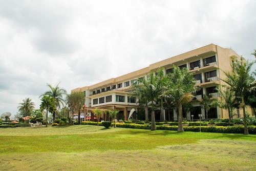 . Lake View Resort Hotel