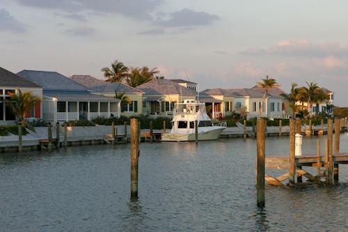 The Sandpiper Inn & Cottages,