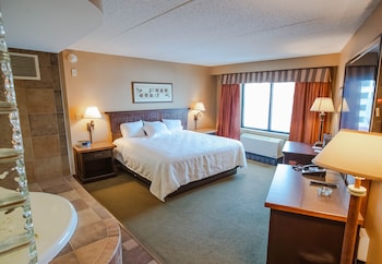 Junior Suite, 1 King Bed, Smoking, Jetted Tub