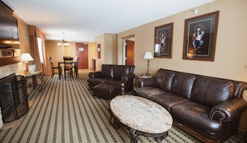 Grand Suite, 1 King Bed, Non Smoking, Fireplace