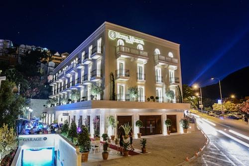 Budva - Hotel Moskva - z Warszawy, 2 kwietnia 2021, 3 noce