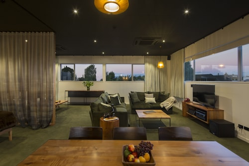 The Cinema Suites, Southland