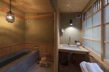UMENOKIAN Bathroom