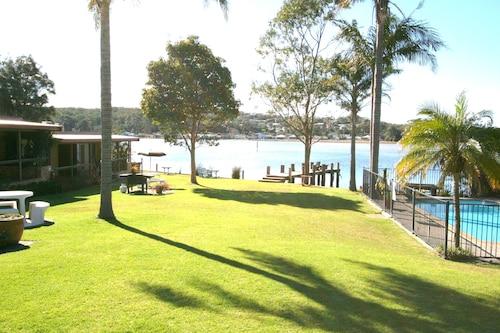 Lake Edge Holiday Units, Shoalhaven - Pt B