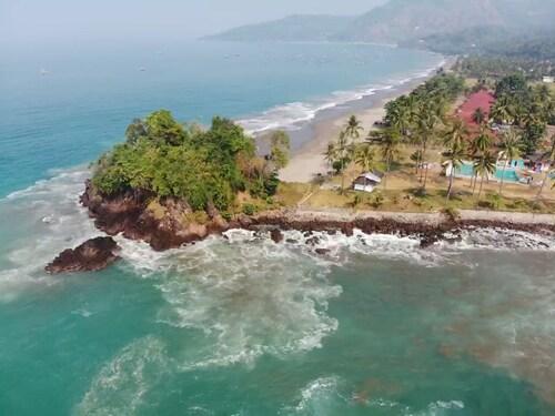 . Legon Pari Beach Resort