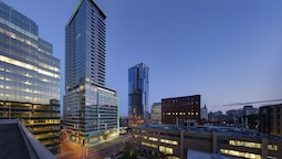 Holiday Inn Hotel & Suites Montreal Centre-ville Ouest, an IHG Hotel