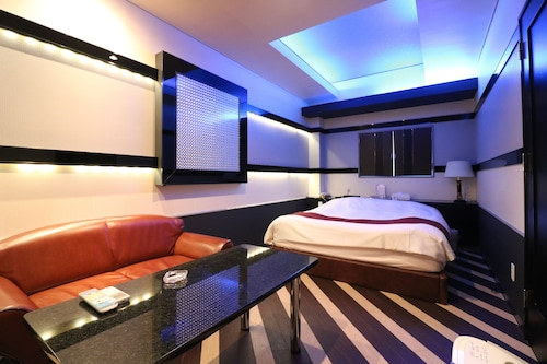 . HOTEL TO
