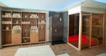Amira Boutique