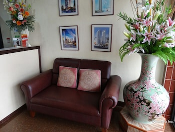YSABELLE MANSION Lobby Sitting Area