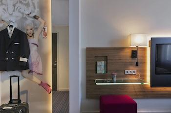 Room, 1 Queen Bed, Non Smoking (MOXY Sleeper)