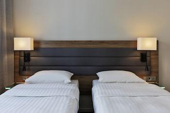 Room, 2 Twin Beds, Non Smoking (MOXY Sleeper)