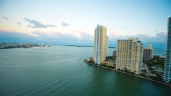 Bayfront Suites By Yourent Miami