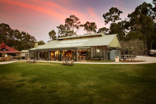 Paradise Country Farmstay, Oxenford-Maudsland