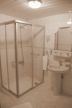Airport Inn Hotel - Bathroom  - #0