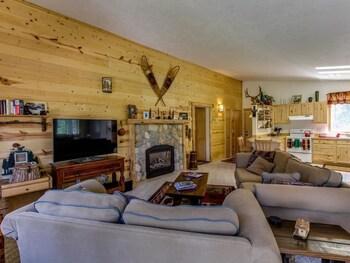 Strawberry Log Cabin Retreat