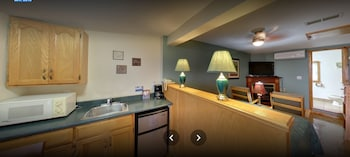 Superior Suite, 1 Queen Bed, Fireplace, River View