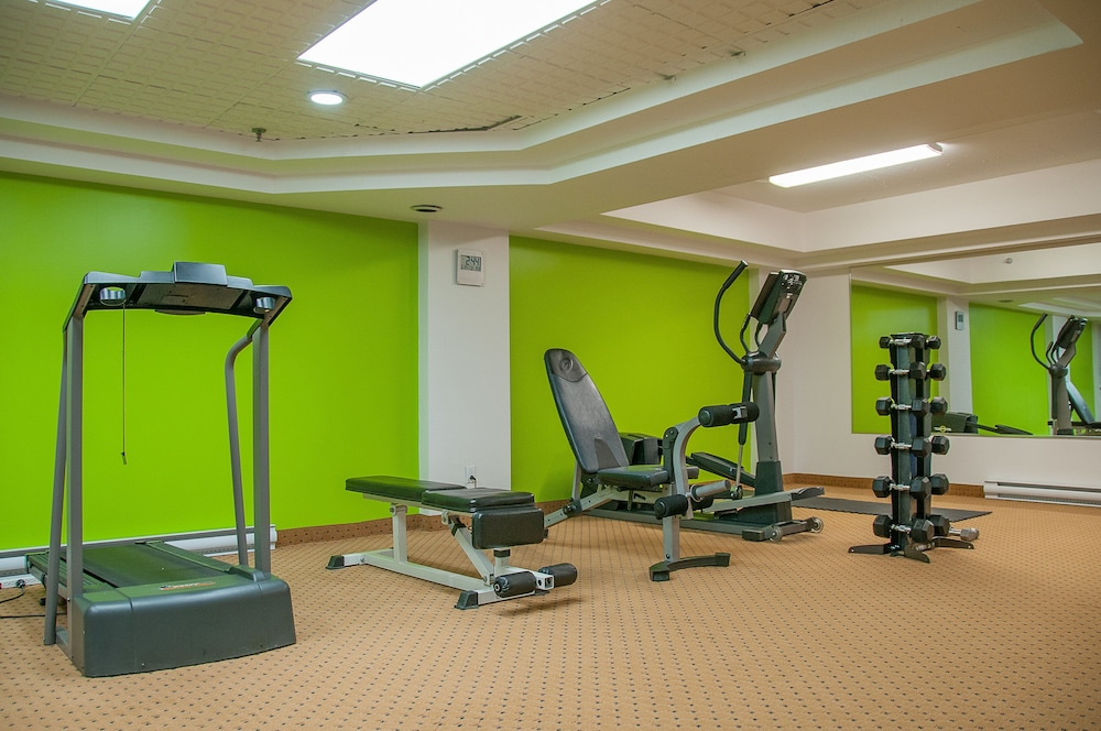 Health and Fitness : Fitness Facility 28 of 92