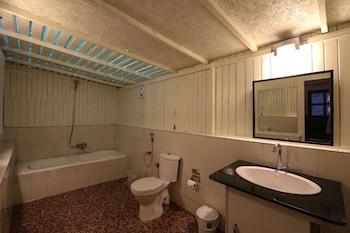 Fabhotel Ashwem Beach Resort - Bathroom  - #0