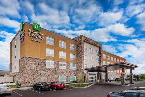 . Holiday Inn Express & Suites Rice Lake, an IHG Hotel