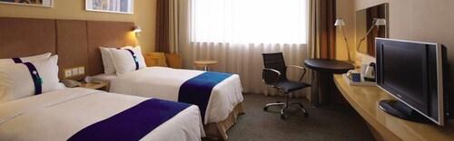 . Holiday Inn Express Zhangjiakou Park View