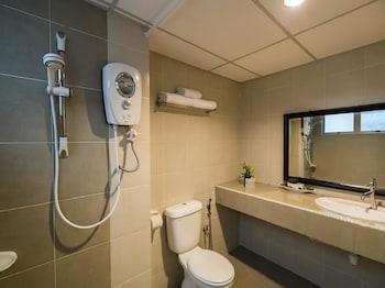 OYO 295 Aster Hotel - Bathroom  - #0