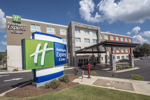 . Holiday Inn Express & Suites Commerce