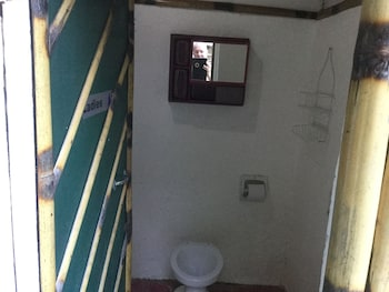 TURTLE COVE ISLAND RESORT Bathroom