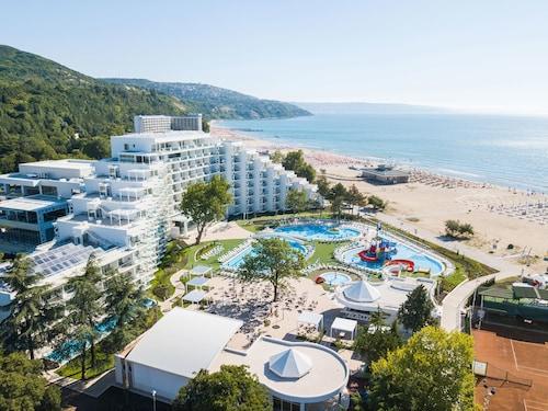 . Maritim Paradise Blue Hotel & Spa