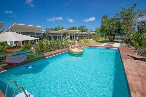 Bluemoon Riverside Resort, Phibun Mangsahan
