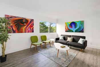 Vibrant 1BR in Coconut Grove by Sonder